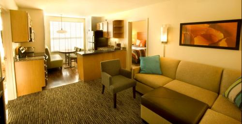 Hyatt House Naperville/Warrenville Photo