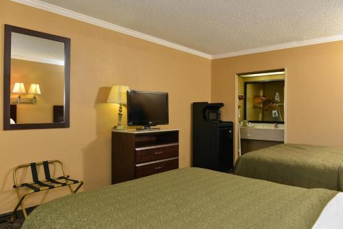 Quality Inn & Suites Ft. Jackson Maingate Photo