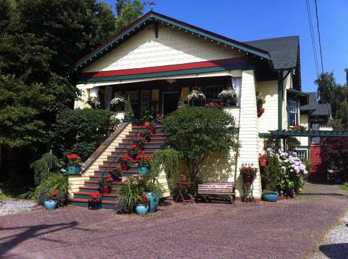 Clair's Bed & Breakfast Inn Ladner Village Photo