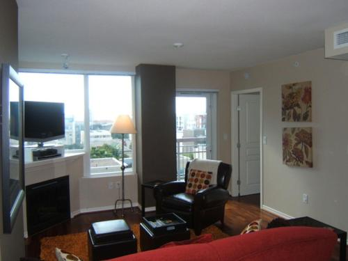 two bedroom condo boasting an outdoor pool and hot tub this 2 bedroom