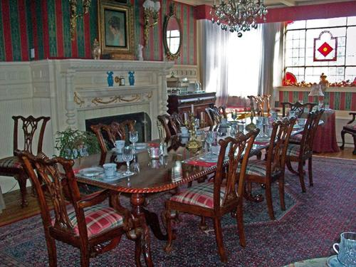 The Summer White House Inn Photo