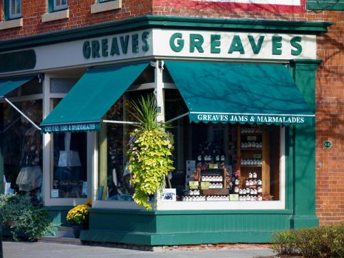 Greaves Sweet Escape Photo