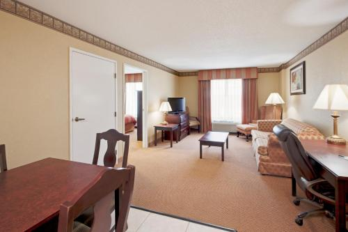 Country Inn and Suites By Carlson Hot Springs Photo