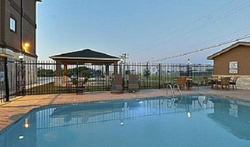 Baymont Inn & Suites Cuero Photo