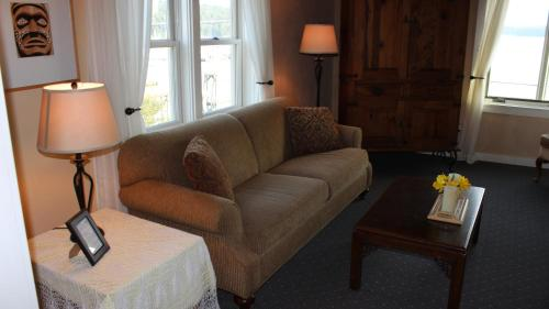 Kingfish Inn - Eastsound, WA 98280