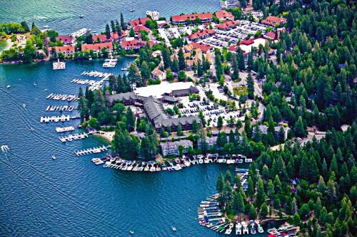 Lake Arrowhead Resort and Spa Autograph Collection - Lake Arrowhead, CA 92352