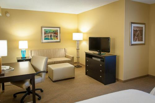 Hampton Inn & Suites St. Petersburg/Downtown Photo