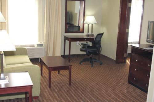 Holiday Inn Express Hotel & Suites Indianapolis W - Airport Area Photo