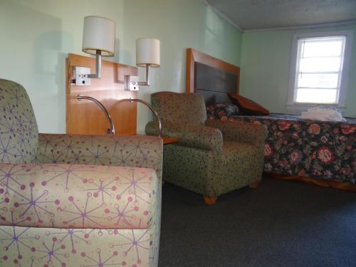 Jonathan Edwards Motel Photo