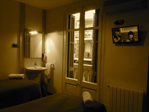 Hostal Madrazo photo 3