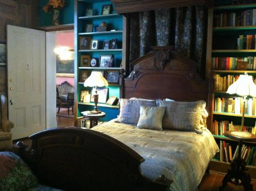 Corners Mansion Inn - A Bed and Breakfast Photo