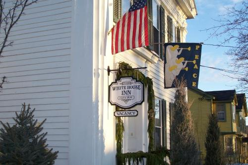 The White House Inn Photo