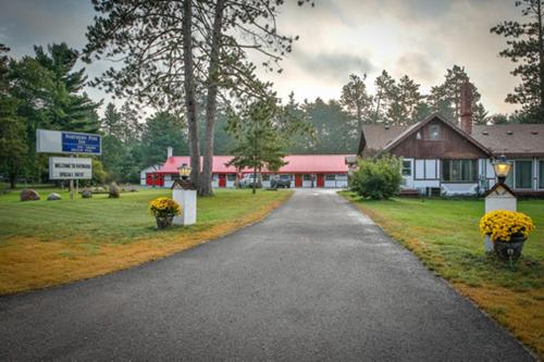 Northern Pine Inn Photo