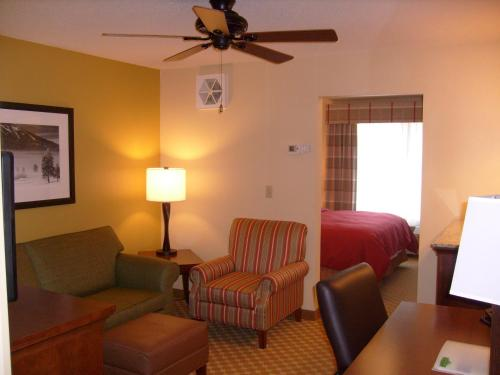 Country Inn & Suites Charleston-South Photo
