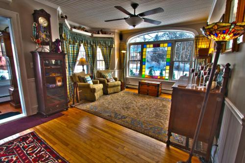Phineas Swann Bed & Breakfast Inn Photo