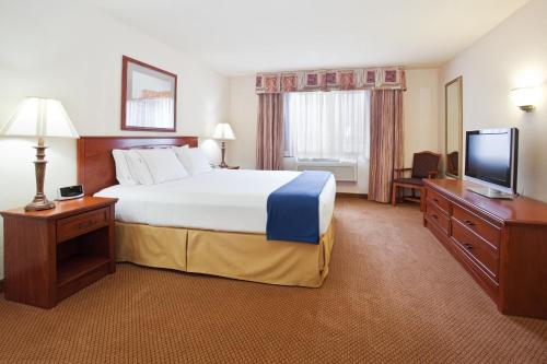 Holiday Inn Express Hotel & Suites Farmington Photo