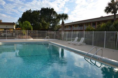 Budget Inn of DeLand Photo