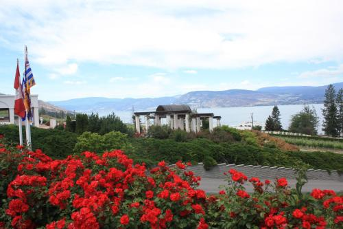Lake Okanagan Bed and Breakfast Photo