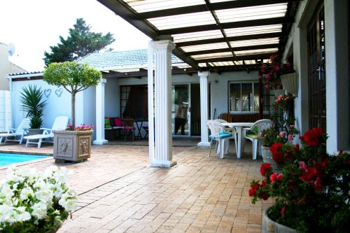 Dolphin Inn Guesthouse - Blouberg Photo