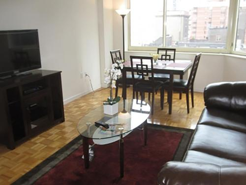 One Bedroom Apartment Near Times Square Photo