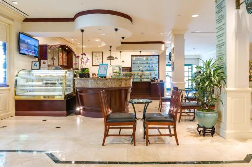 DoubleTree by Hilton Torrance - South Bay Photo
