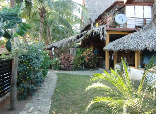 El Jardin Zipolite Bungalows Photo