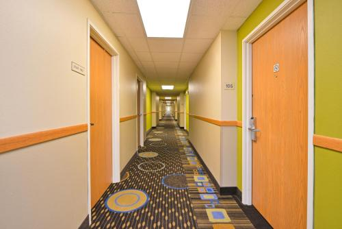 Americas Best Value Inn Geneseo Photo