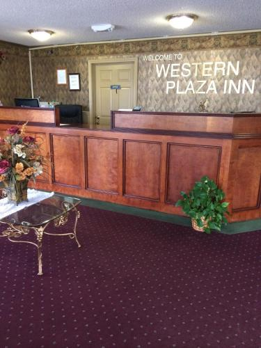 Western Plaza Inn Photo