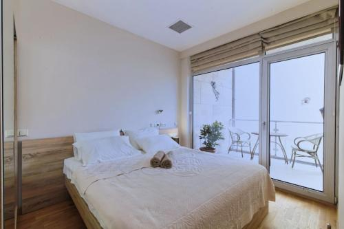 http://www.booking.com/hotel/ge/bbc-apartments.html?aid=1728672