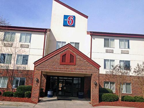 Motel 6 Rocky Mount Photo