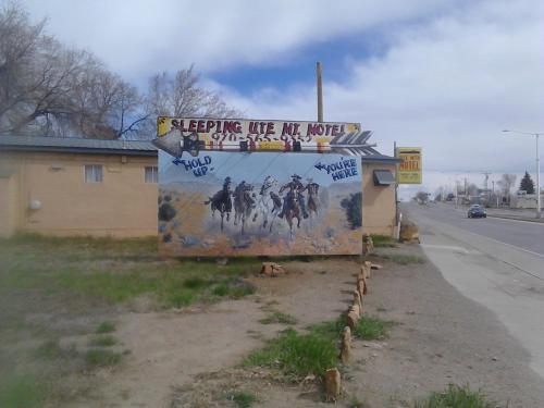 Sleeping Ute Mountain Motel Photo