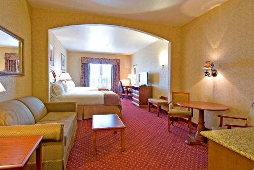 Holiday Inn Express Hotel & Suites Moses Lake Photo
