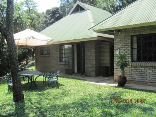Mackers Riverbend Cottages Photo