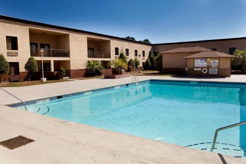 Ramada Pooler Photo