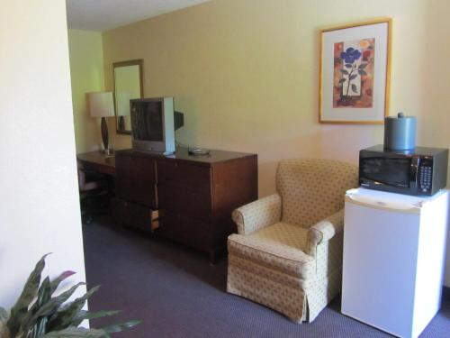 Best Classic Inn & Suites Houston - Houston, TX 77073