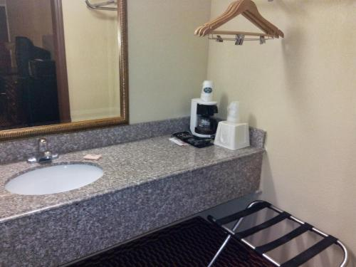 Executive Inn Seminole Photo