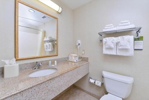 Comfort Inn and Suites Surprise - Peoria Photo