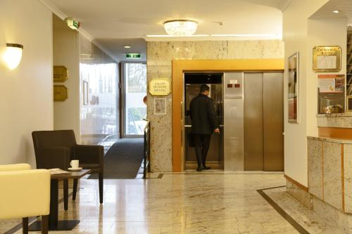 Ramada Hotel Frankfurt Messe photo 32