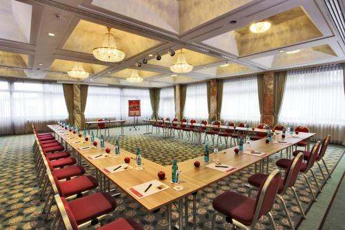 Ramada Hotel Frankfurt Messe photo 44