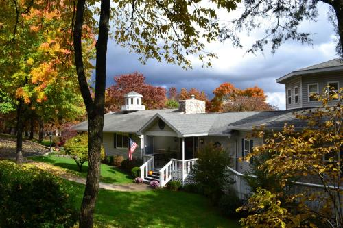 Photo of Anchor Inn on the Lake Bed and Breakfast