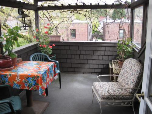 Bed & Breakfast on Broadway - Seattle, WA 98102