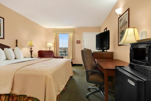 Days Inn - Americus Photo