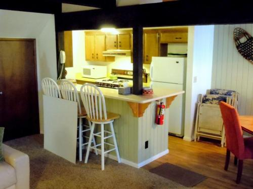 Two-Bedroom Standard Unit #62 By Escape For All Seasons - Big Bear Lake, CA 92315