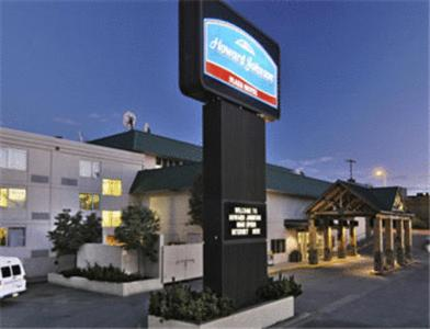 Photo of Howard Johnson Plaza Anchorage Hotel Bed and Breakfast Accommodation in Anchorage Alaska