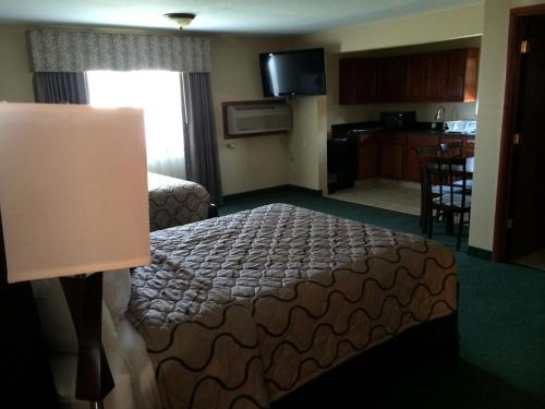 Pacer Inn & Suites Motel Photo