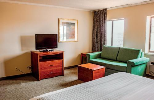 La Quinta Inn & Suites St. Louis Hazelwood – Airport North Photo