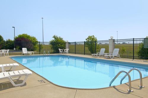 Baymont Inn and Suites Evansville Photo
