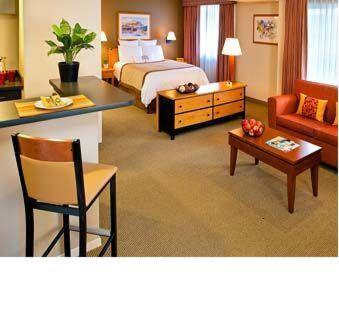 Hawthorn Suites by Wyndham Kent, WA Photo