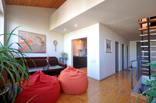 http://www.booking.com/hotel/ge/guest-house-art-family.html?aid=1728672