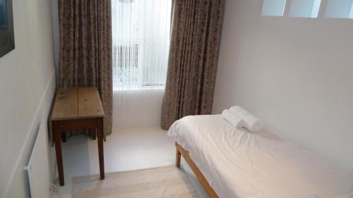 4 on Highworth Self Catering Apartment Photo